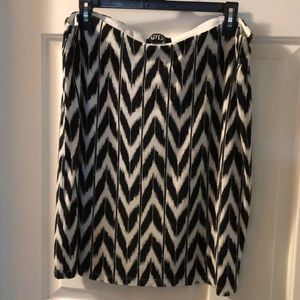 GUC mini skirt Xl black white chevron pattern